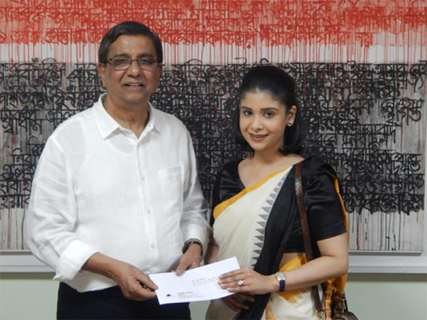 Summit supports Prothom Alo Trust to help the flood victims